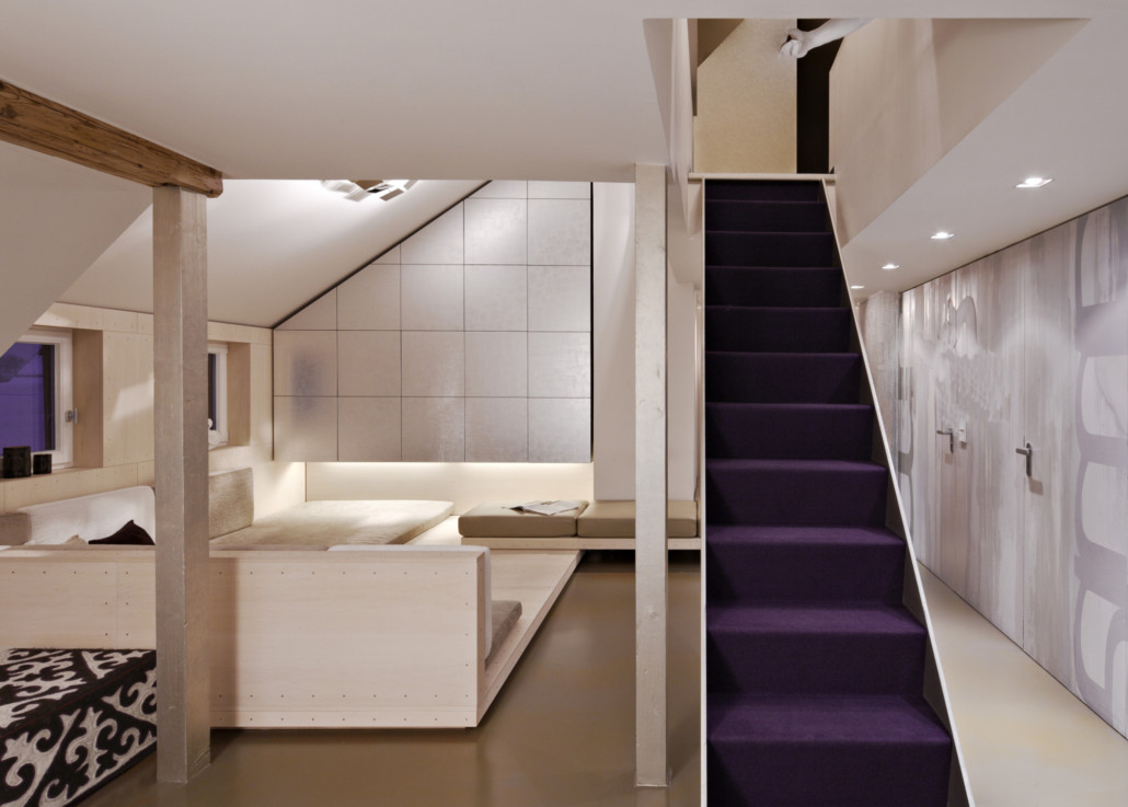 53884 purple staircase in modern home E3DDDSJ
